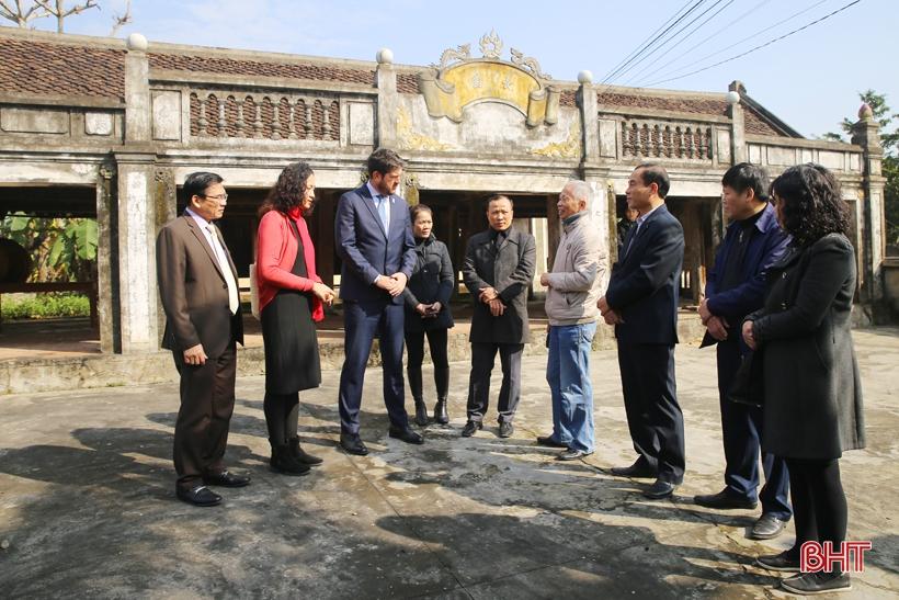 Đoàn công tác UNESCO tham quan làng cổ Trường Lưu - Hà Tĩnh