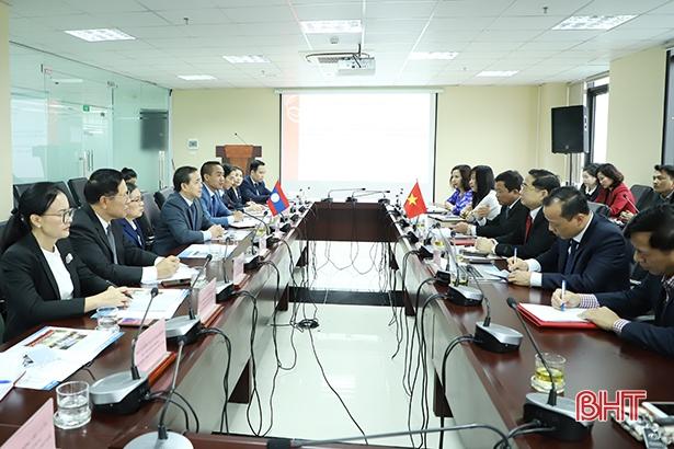Đại học Hà Tĩnh đóng góp quan trọng trong đào tạo nhân lực cho CHDCND Lào