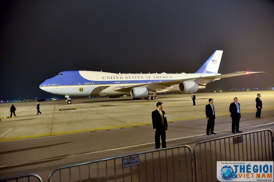 Tổng thống Mỹ Donald Trump đến Nội Bài, bắt đầu chuyến tham dự Hội nghị Thượng đỉnh Mỹ - Triều lần 2