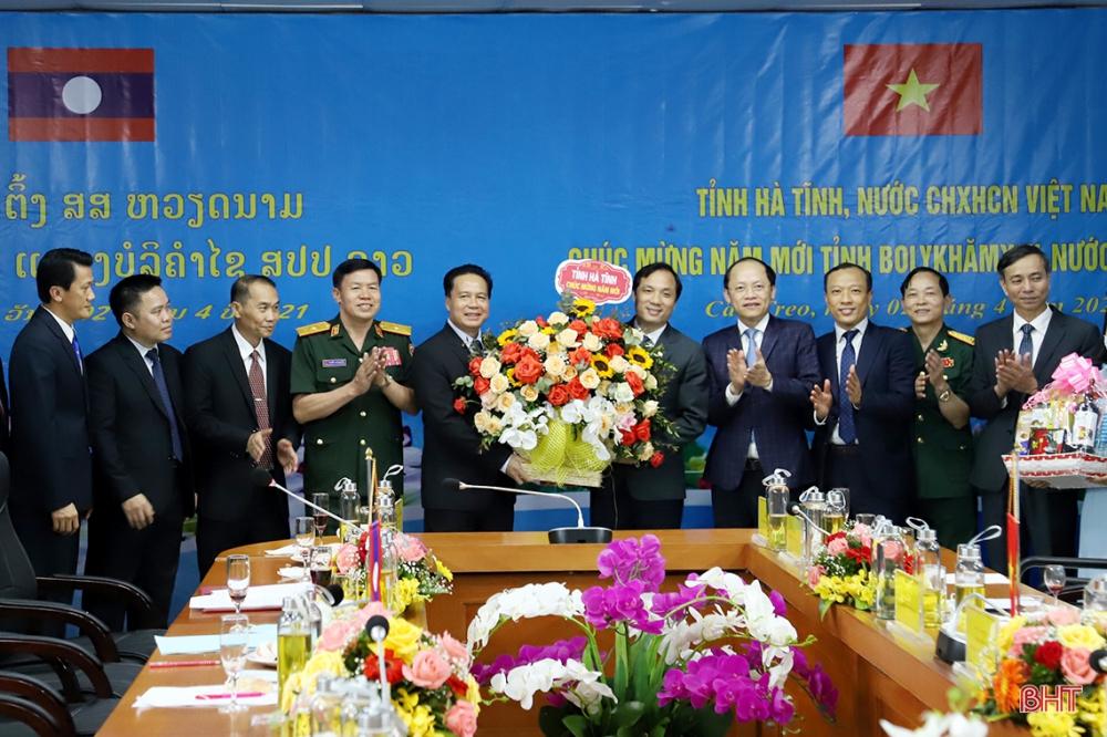 Lãnh đạo Hà Tĩnh chúc tết cổ truyền Bunpimay Nhân dân các bộ tộc Lào