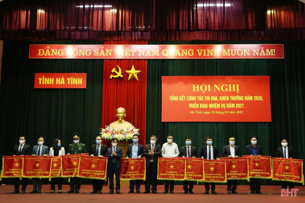 Sở Ngoại vụ Hà Tĩnh vinh dự được UBND tỉnh tặng cờ thi đua xuất sắc năm 2020