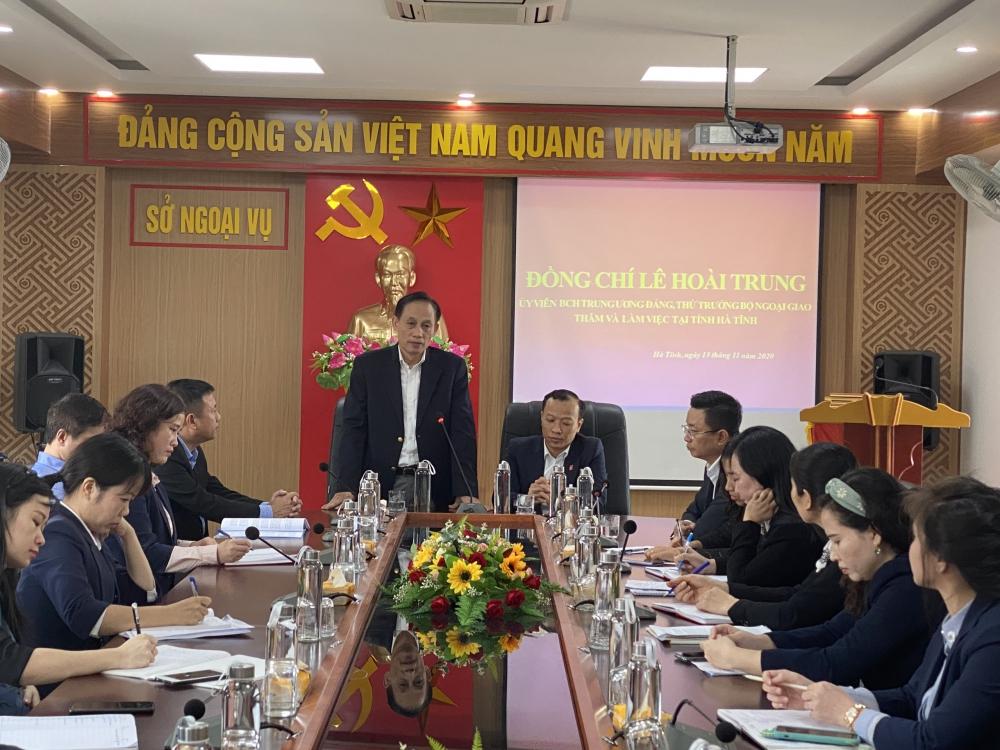 Đồng chí Lê Hoài Trung, UVBCH Trung ương Đảng, Thứ trưởng Bộ Ngoại giao, Chủ nhiệm UBBG Quốc gia đến thăm và làm việc tại Sở Ngoại vụ Hà Tĩnh