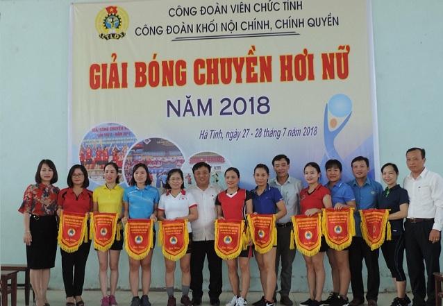 Giao lưu bóng chuyền chào mừng 89 năm ngày thành lập Công đoàn Việt Nam