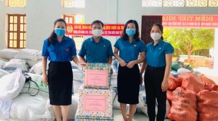 Công đoàn Sở Ngoại vụ ủng hộ nhân dân thành phố Hồ Chí...